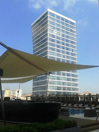 Hilton Istanbul Bomonti Hotel & Conference Center: Outdoor Pool