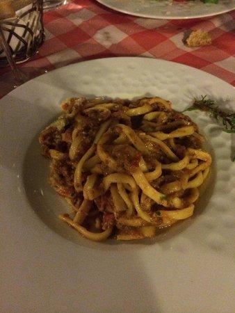 Indovino Ristorante Pizzeria Affittacamere: Pici al ragù.