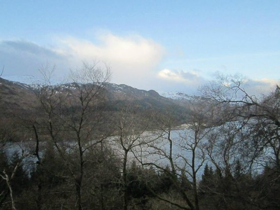The Achray House Hotel and Lodges: Great short hill walk above St Fillans