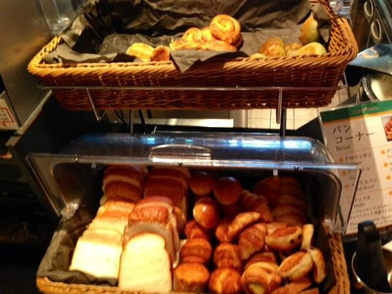 InterContinental Hotel Tokyo Bay: Breakfast breads selection