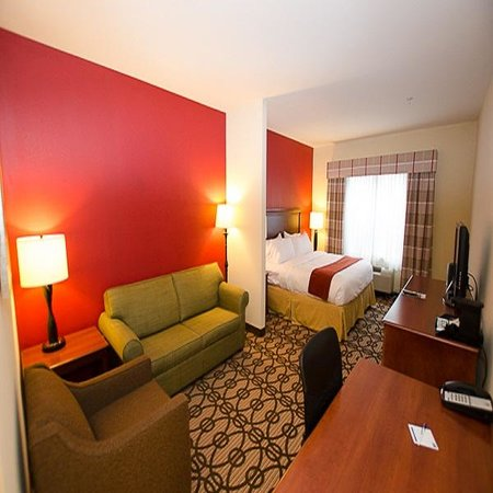 Holiday Inn Express & Suites: Studio Suite