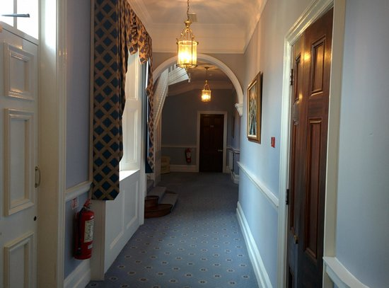 Dunbrody Country House Hotel: Hallway from reception