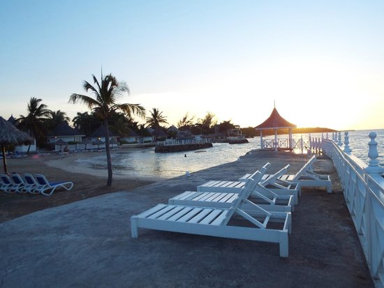 Royal Decameron Club Caribbean : Amazing places to catch some rays
