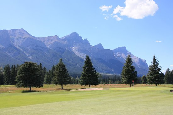 Canmore Golf and Curling Club: 広々したフェアウェイ