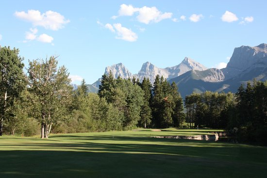 Canmore Golf and Curling Club: 林間風ホールも有り