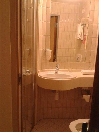 Comfort Hotel Stockholm: Bagno camera 169