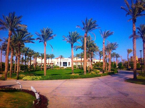 Cleopatra Luxury Resort Sharm El Sheikh: Front of hotel