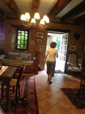 Le Clos Lascazes : Breakfast room