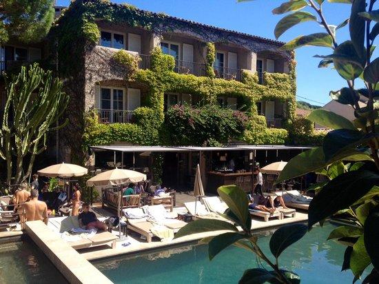 Hotel des Lices : chambre côté piscine