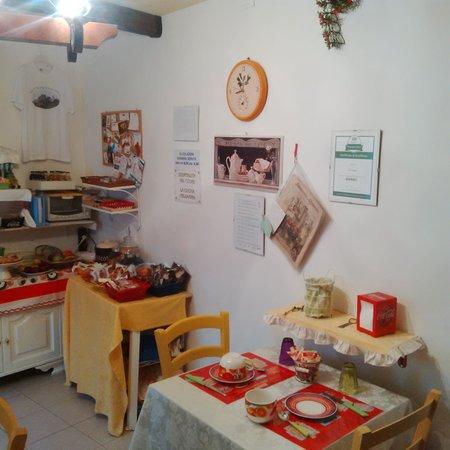 la cucina in stile country è intima e carina - Picture of Da ...