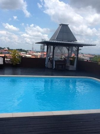 City River Hotel: Roof top pool