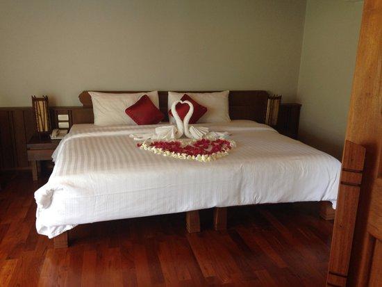 Maehaad Bay Resort : Huge bed