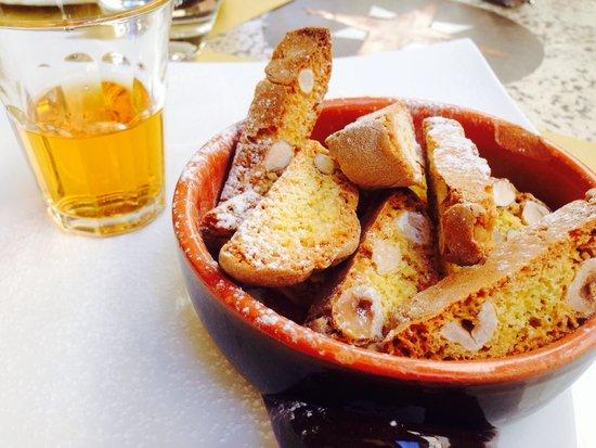 Osteria De' Cenci: Cantucci e vin santo