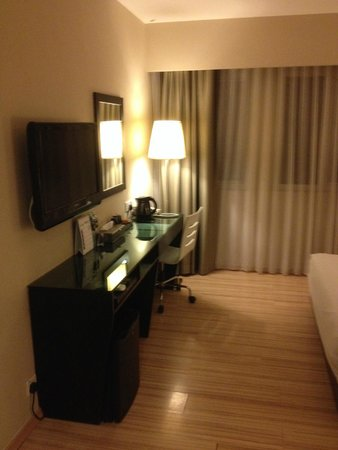 The Brunei Hotel: Room