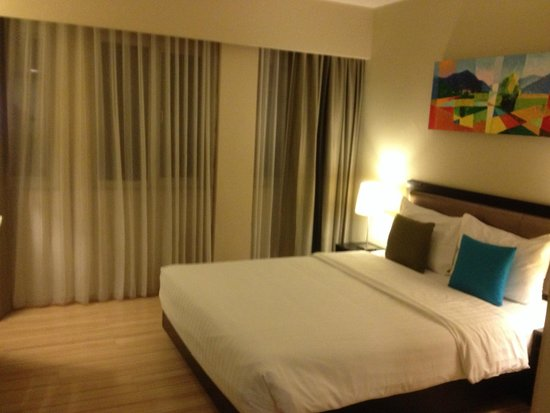 The Brunei Hotel : King Size bed
