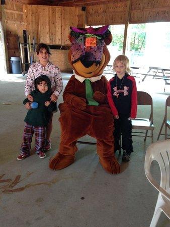 Yogi Bear's Jellystone Park Camp-Resort at Paradise Pines : Morning Cartoons with Yogi