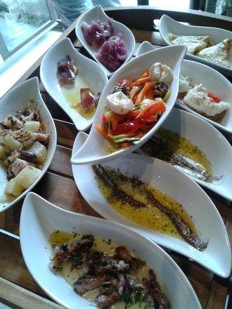 Antipasto di pesce di dodici assaggi