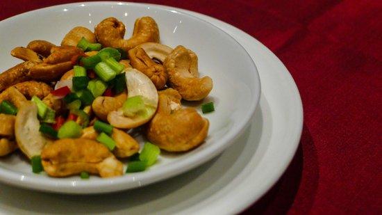 Bai Yun Restaurant at Banyan Tree Bangkok Hotel: Our Bai Yun Dinner, spicy nuts