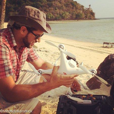 Phi Phi Island Village Beach Resort : outrigger phi phi drone;)