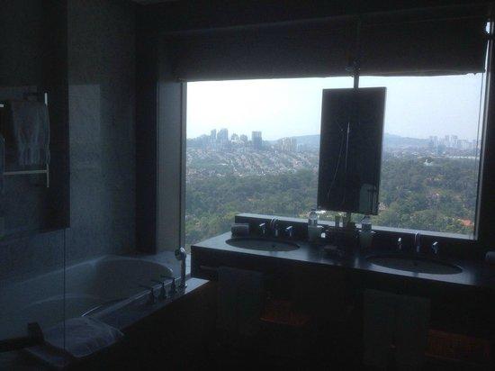 Hilton Kuala Lumpur: ванная