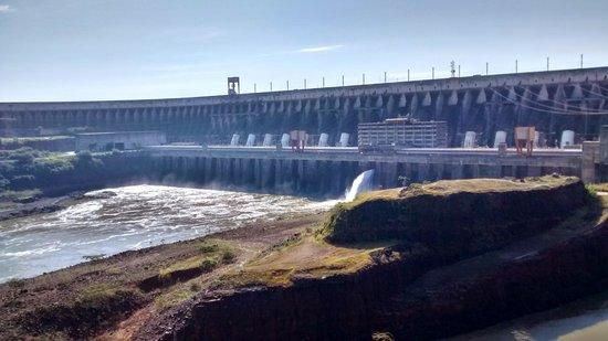 Represa hidroeléctrica de Itaipu: Vista de la represa