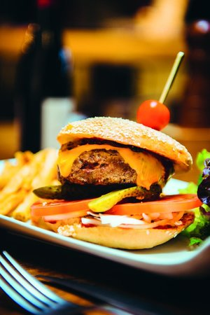 Le Divil : Le Burger du Divil, steak 100 %pur boeuf, Oignons confits...