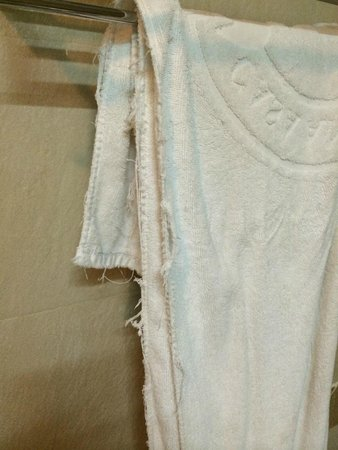 Grand Sunset Angkor Hotel : Another ragged towel