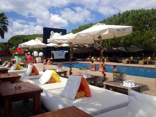 Nikki Beach Saint-Tropez: Piscine vers 13h