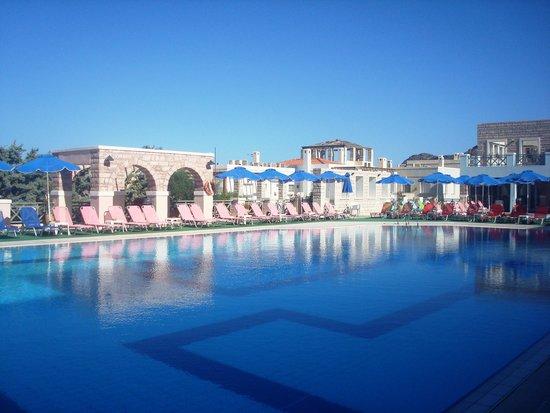 Dionysos Greek Village : Ολυμπιακών διαστάσεων