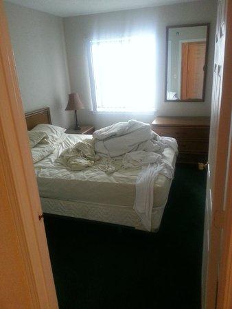 Sands Resort : the bedroom