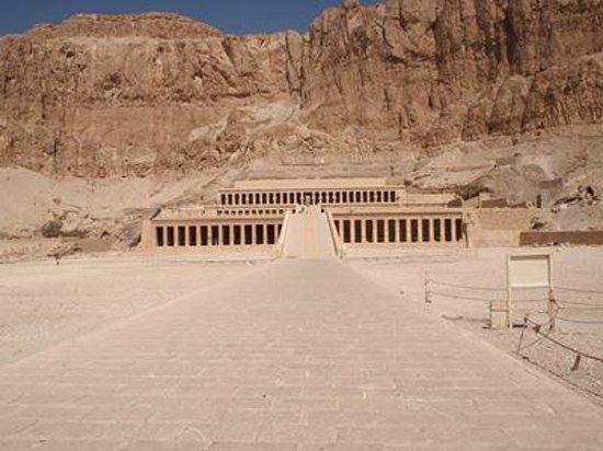 Templo funerario de Hatshepsut en Deir el Bahari: 建物全景