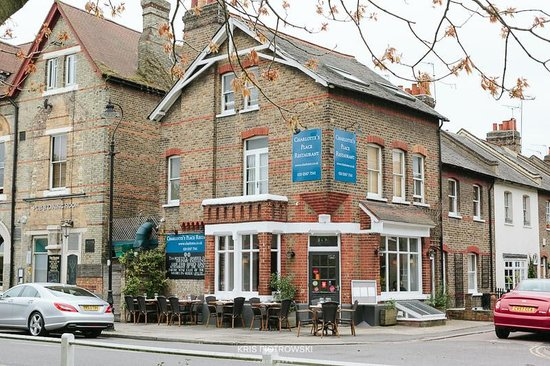 Charlotte's Place Restaurant: The old Victorian building perched on the corner of Ealing Common