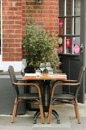 Charlotte's Place Restaurant: Alfresco Dining