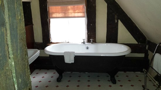 Prince Rupert Hotel: Huge bath!