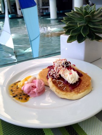 Sheraton Grand Mirage Resort, Gold Coast: Pancakes with the works