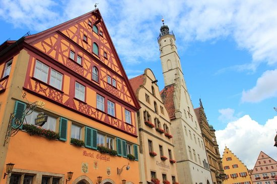 Hotel Eisenhut: The exterior