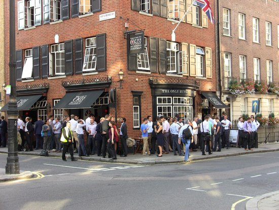 The Chesterfield Mayfair: Local pub at 5:00PM!!