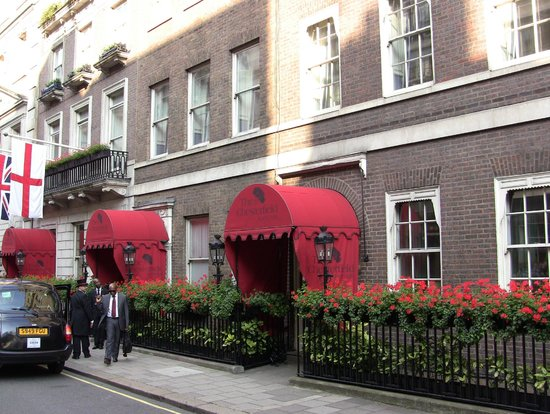 The Chesterfield Mayfair: Hotel from St Charles Street