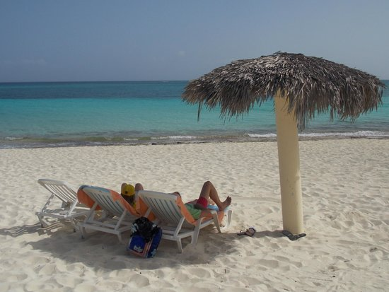 Playa Esmeralda: Bring a camping mat for those plastic sun loungers