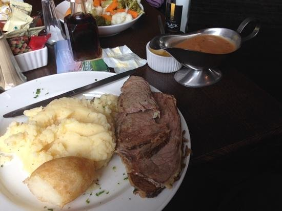 The Downshire Arms: Roast beef and spuds. pepper sauce on the side