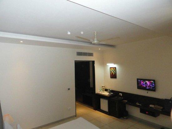 Hotel The Taj Vilas: Room