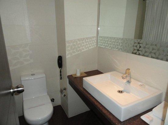 Hotel The Taj Vilas: Bathroom