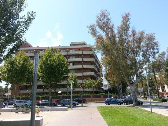 California Garden: Edificio pequeño del hotel.