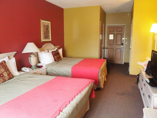 Best Western Plus Des Moines West Inn & Suites: Room