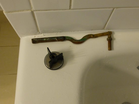 Melia Nassau Beach - All Inclusive : Broken, inoperative bathtub drain