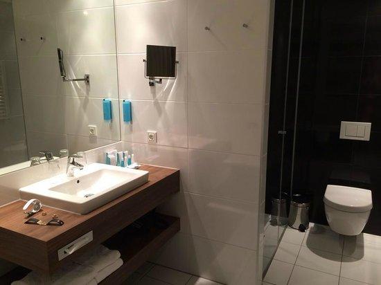 Austria Trend Hotel Doppio Wien: Suite - Bad
