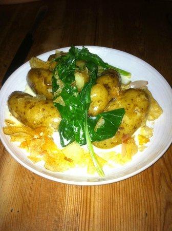 Jamie Oliver's Fifteen: New potatoes con espinacas. Una tapita. Decepción total.