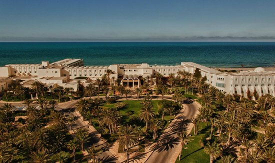 Radisson Blu Ulysse Resort & Thalasso Djerba: Garden and view fom hotel