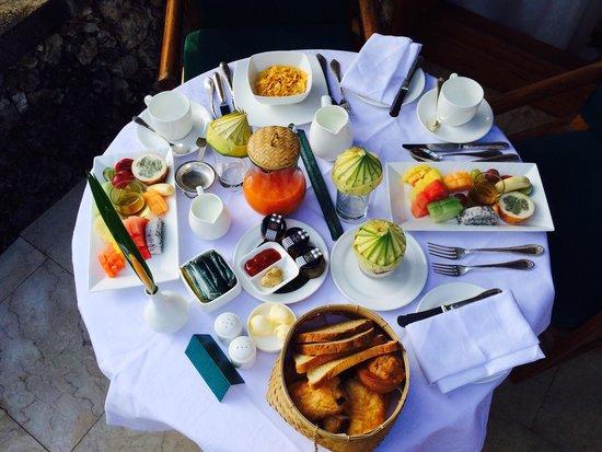 The Oberoi Bali : Le petit déjeuner en chambre  .. Tout un cérémonial