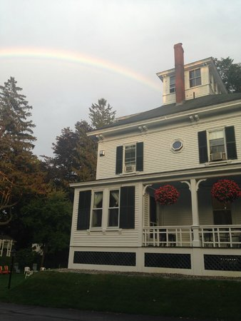 Maine Stay Inn and Cottages: After a brief thunderstorm, a rainbow over the main house. The porch is where breakfast is serve